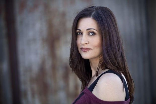 Η Ελένη Πέτα γράφει για την γνωριμία της με τον συγγραφέα και στιχουργό Γιάννη Καλπούζο!