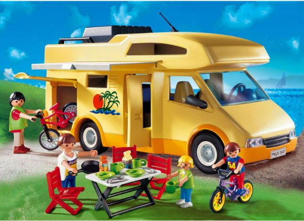 """Τα Playmobil """"ταξιδεύουν"""" στα Public σε όλη την Ελλάδα!"""