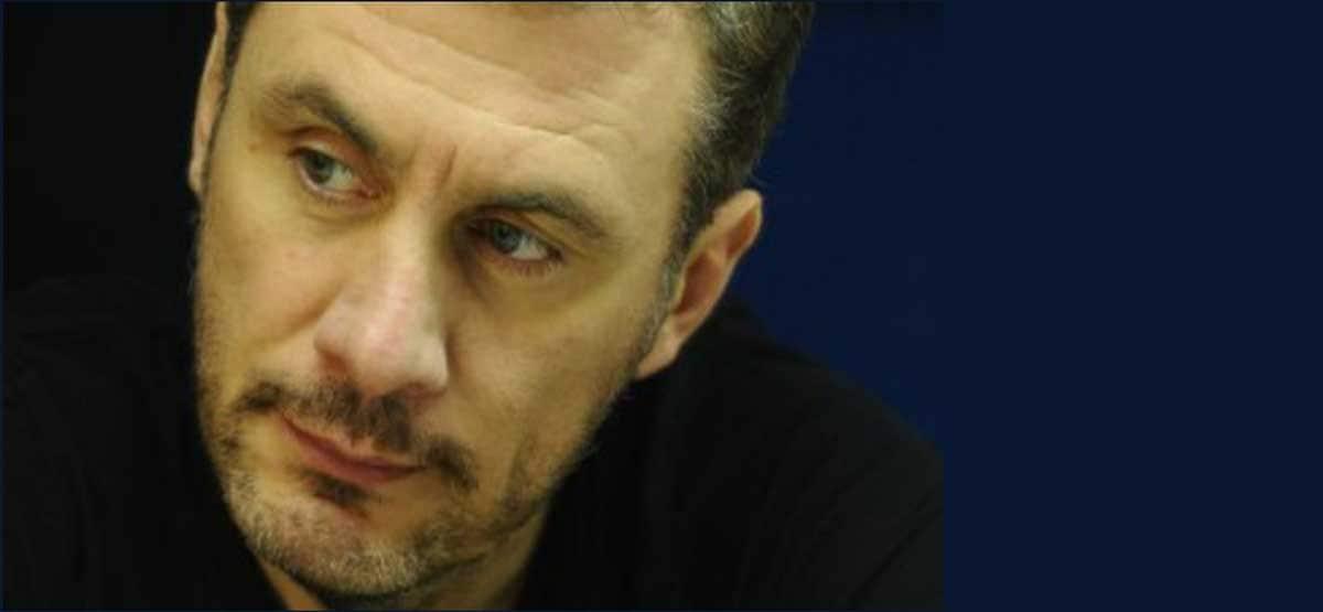 """Νίκος Μπακουνάκης: """"Δημοσιογράφος ή ρεπόρτερ"""""""