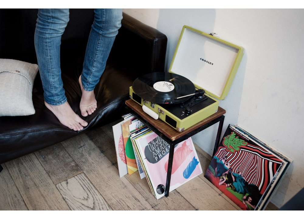 Crosley-cr8005a-vinyl-player-right-1000-1095525