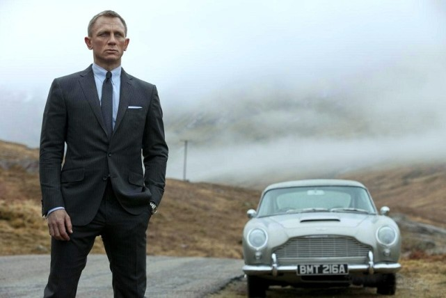 Skyfall_Review-Daniel-Craig-Revisits-Home