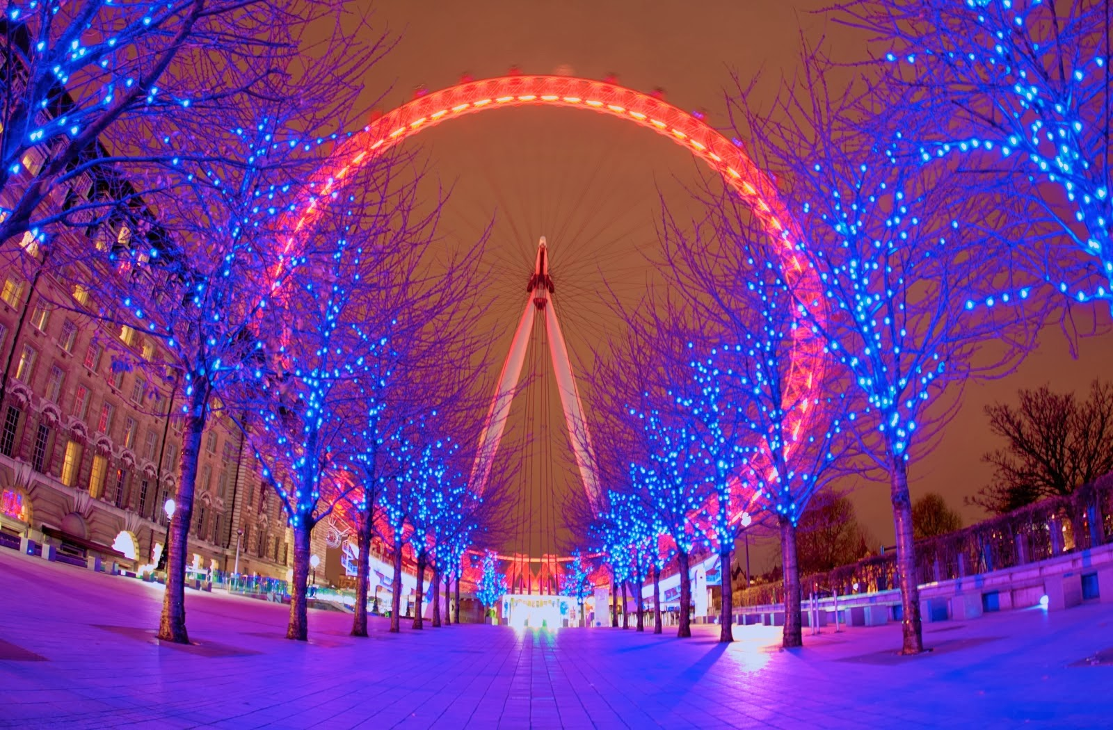 red-london-eye