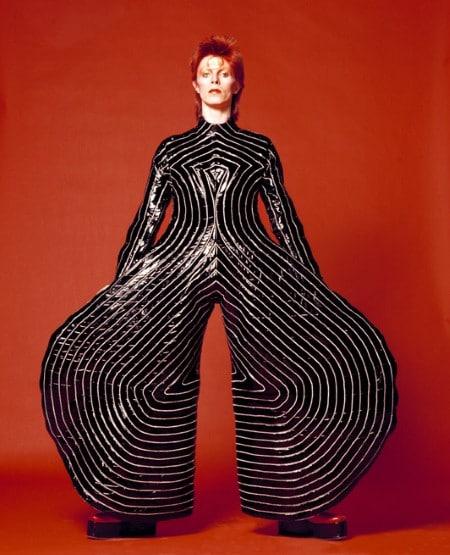 Το στυλ του Bowie ενέπνευσε τη μόδα και τις τέχνες και ήταν στο επίκεντρο πολλών εκθέσεων και μουσείων σε όλο τον κόσμο