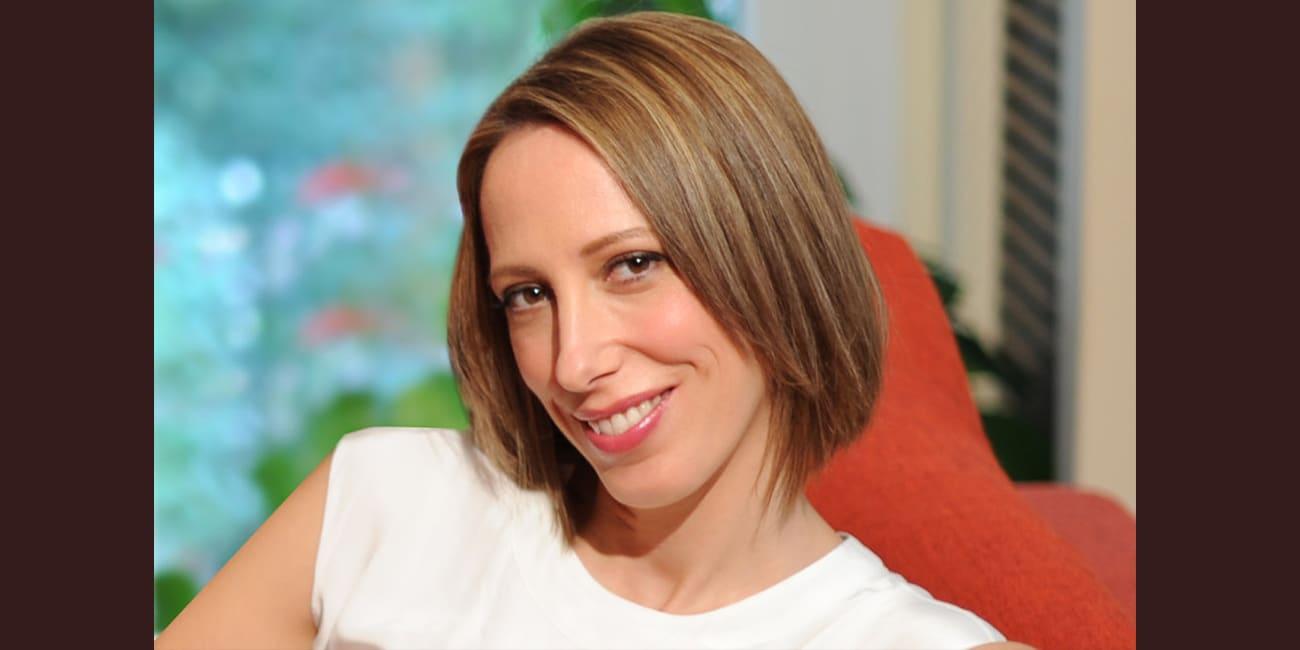 """H Μαρίνα Γιώτη γράφει για το νέο της βιβλίο """"Σκουφοκοκκινίτσα"""""""