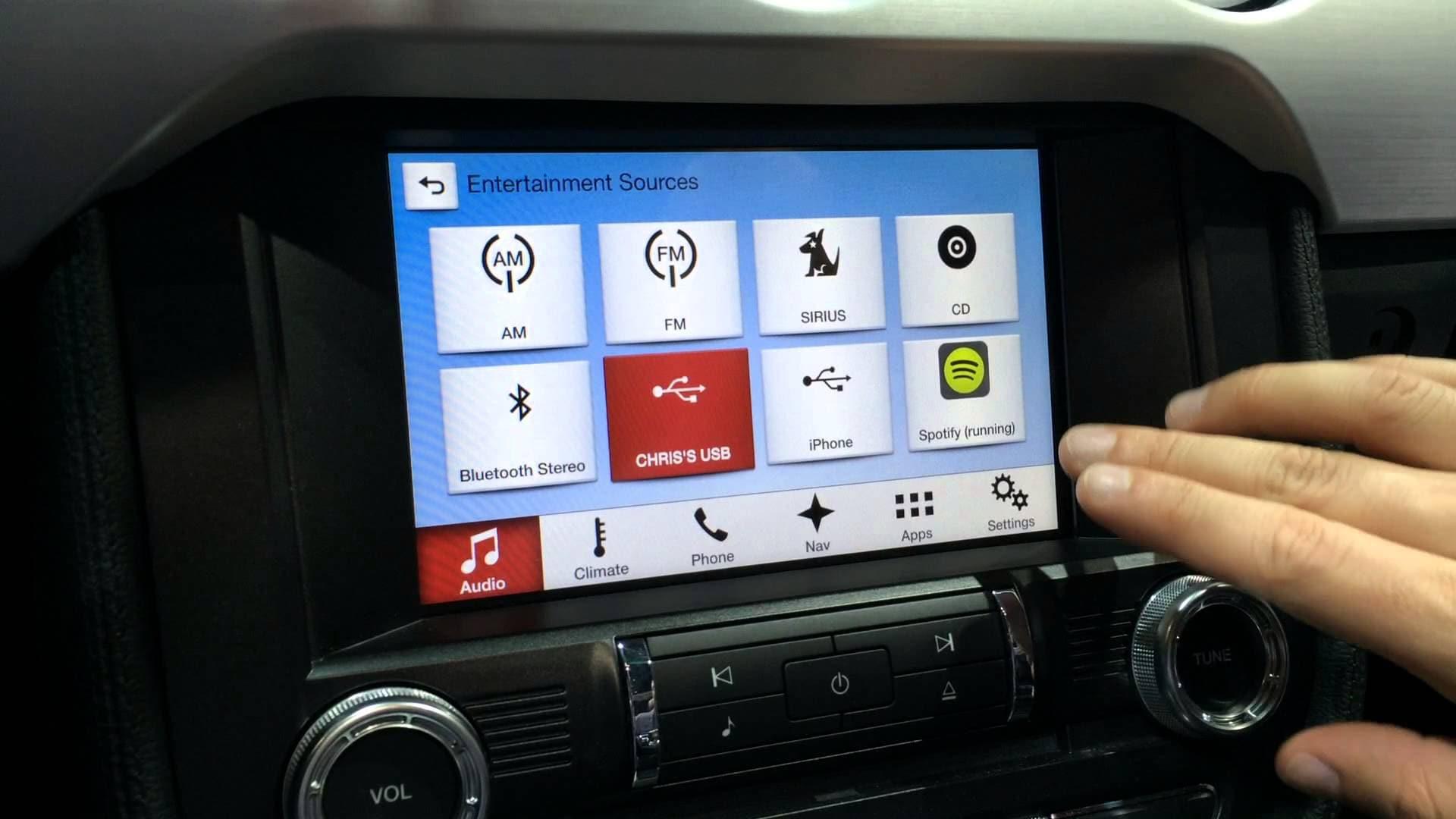 Νέες δυνατότητες φέρνουν τα connected cars