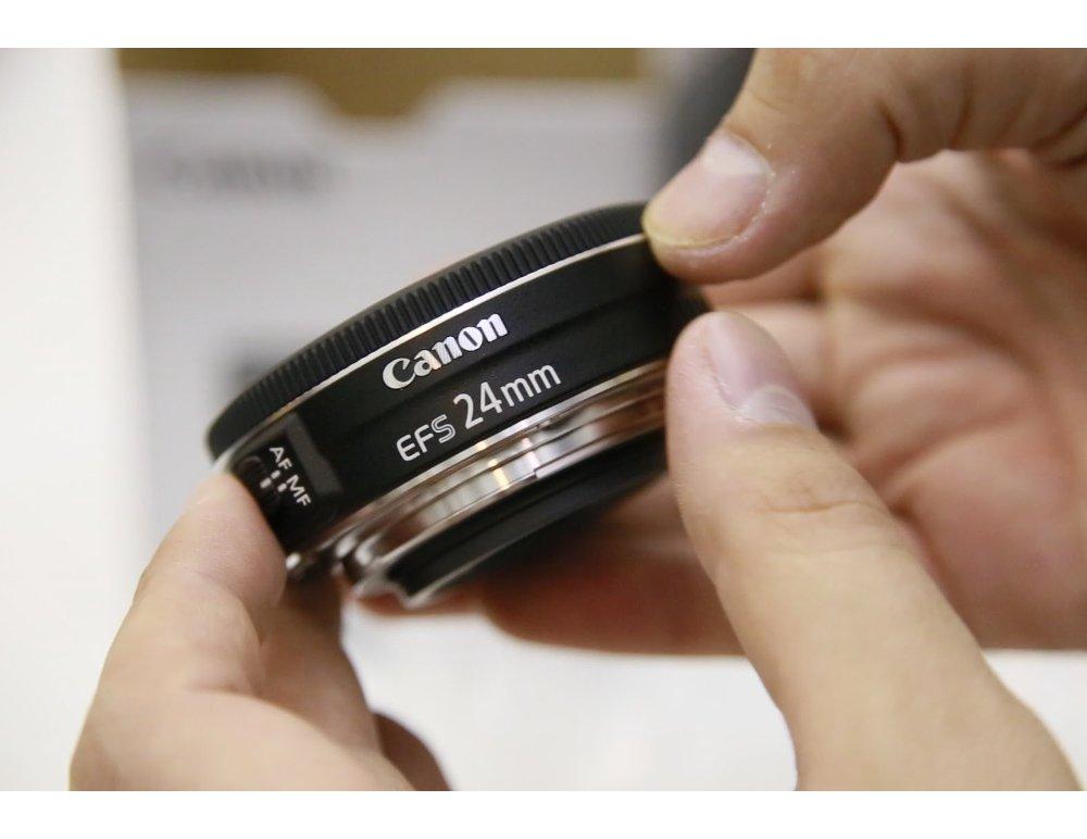 Canon-EF-S-24MM-F2.8-STM-lens-left-1000-1098484