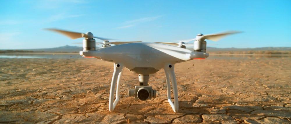 DJI Phantom 4: 28 λεπτά πτήσης με αυτό το εκπληκτικά σταθερό drone