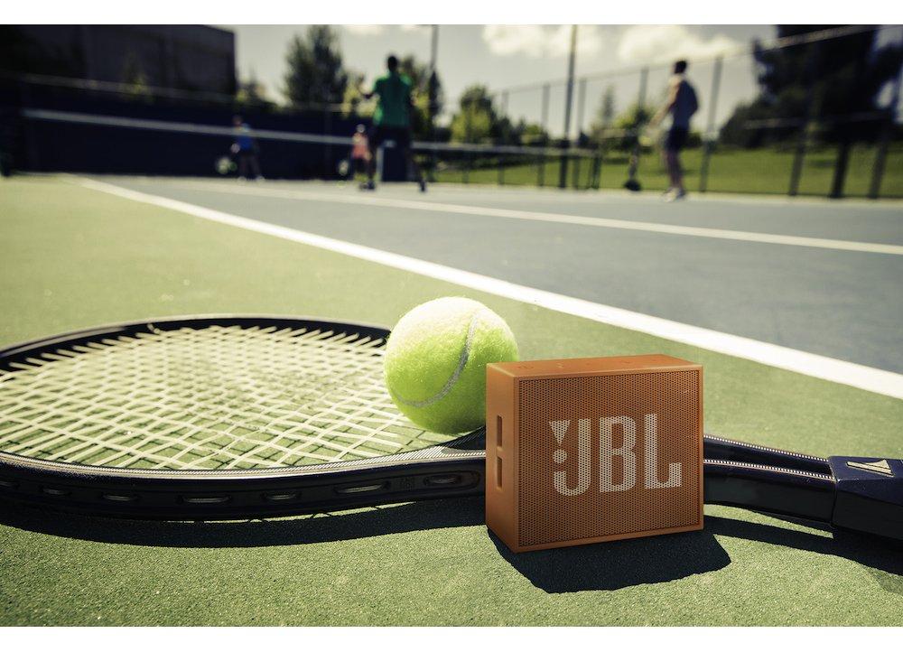 JBL Go : Με ενσωματωμένη επαναφορτιζόμενη μπαταρία, μπορείς να ακούς μουσική έως 5 ώρες!