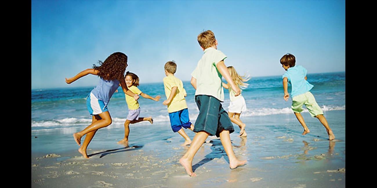 Καλοκαιρινά παιχνίδια στην παραλία με ασφάλεια