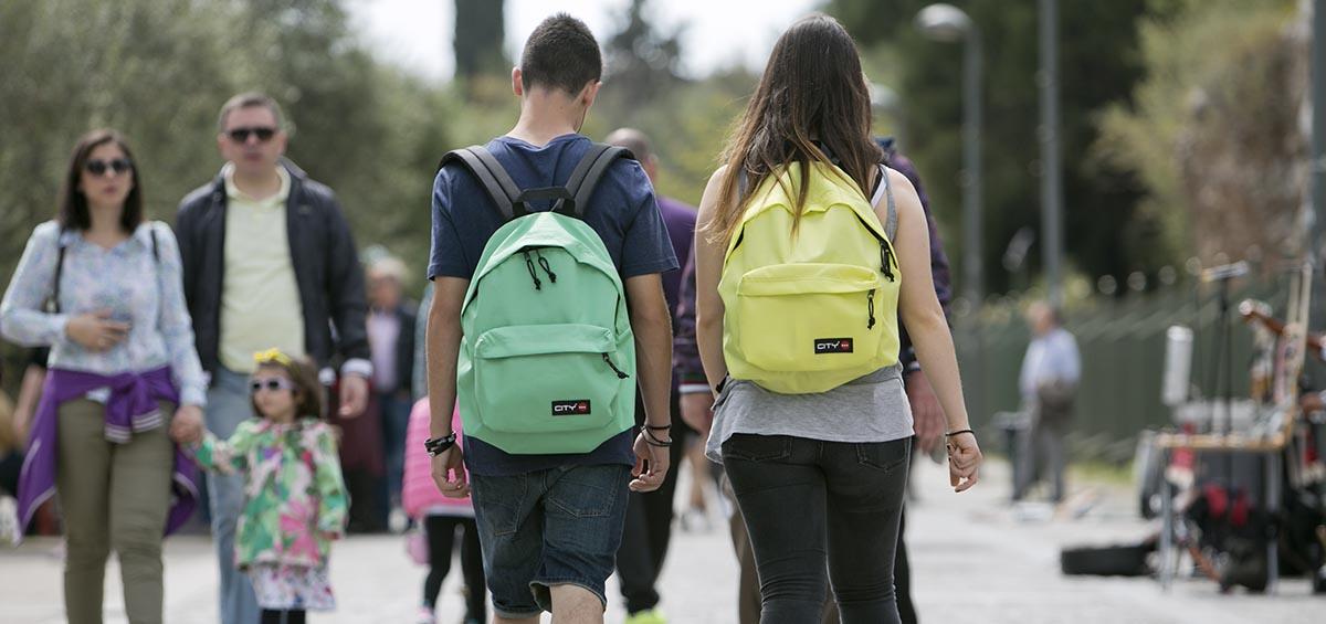 Ποιος πρέπει να διαλέξει τσάντα; Ο γονιός ή το παιδί; (+ 3 tips)!