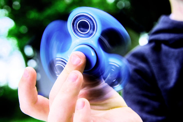 Fidget Spinners: η νέα τρέλα που σαρώνει τον κόσμο!