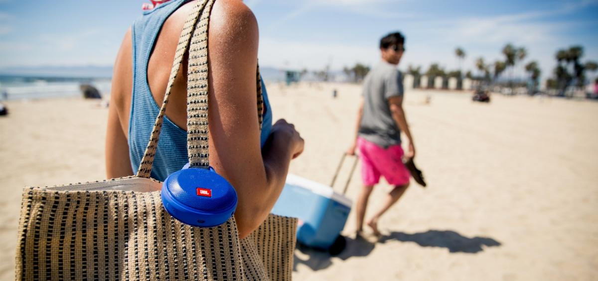 Ραντεβού στην παραλία με όλα τα αδιάβροχα gadgets μας!