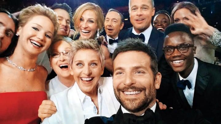 Γύρισε την κάμερά σου, είναι η Παγκόσμια Ημέρα Selfie!