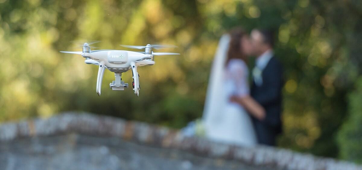Όλα του γάμου εύκολα: Κάμερες και drones για λήψεις κινηματογραφικές!