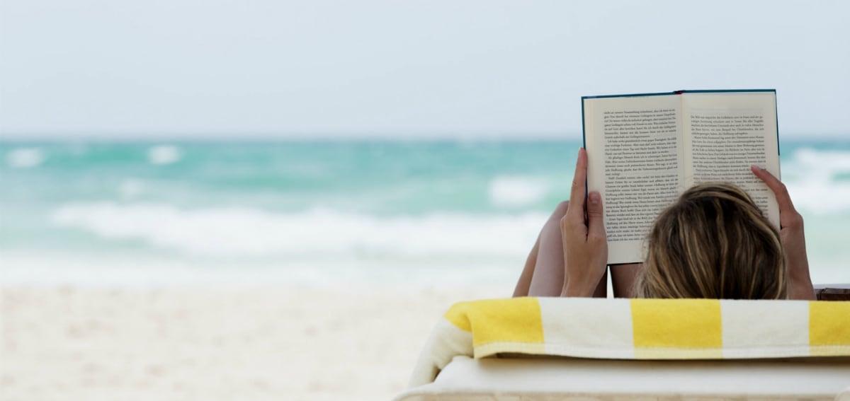 Καλοκαίρι για δύο, αγκαλιά με ένα βιβλίο!