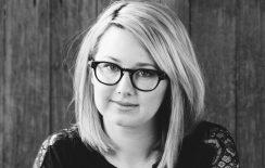Η Hannah Kent έρχεται @ Public Café Συντάγματος