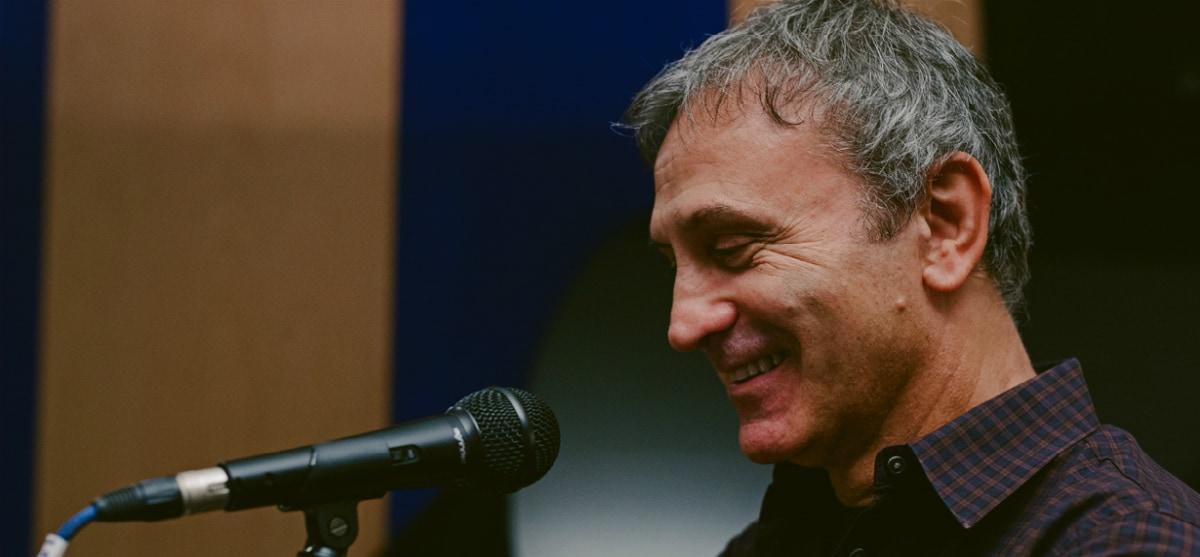 Ο Γιώργος Νταλάρας έρχεται @ Public Café Συντάγματος