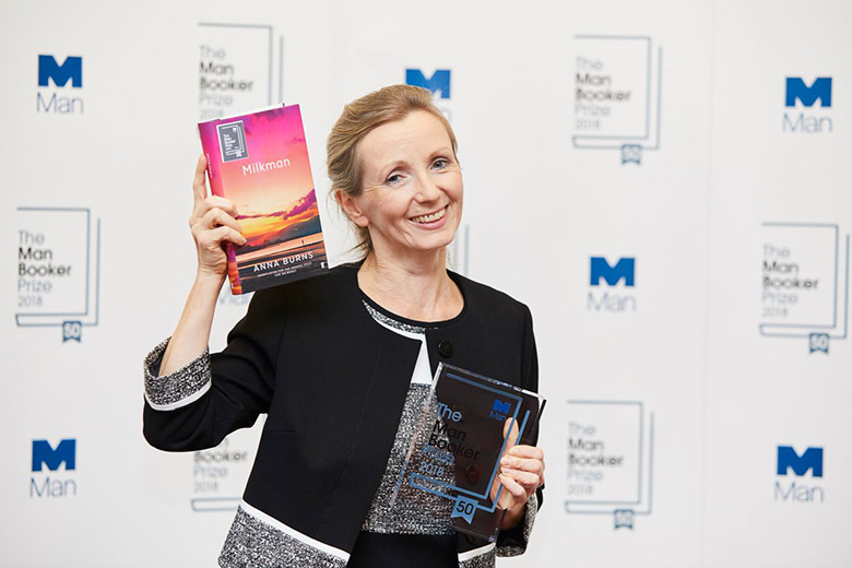 To βραβευμένο Milkman της Anna Burns κυκλοφόρησε στα ελληνικά