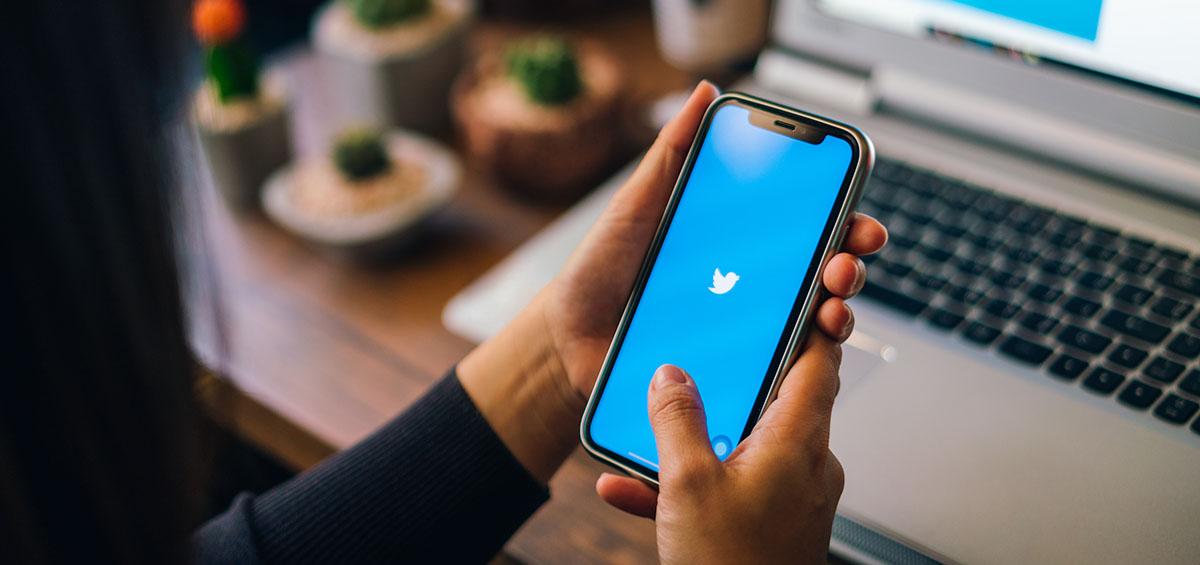 To Twitter «σβήνει τα φώτα» με το νέο dark theme για iPhone