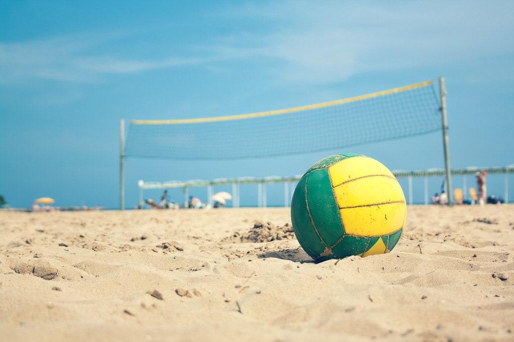 Πάμε παραλία: 4+1 κόλπα για να γυμναστείς παίζοντας!