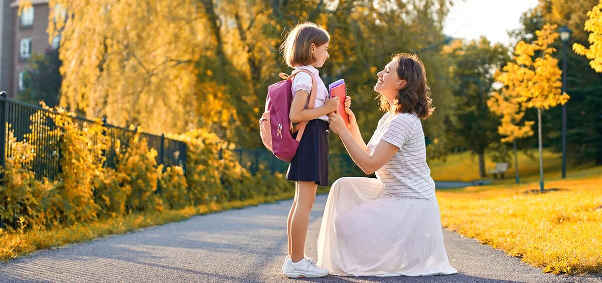 Βιβλιοθήκη για γονείς: 9+1 βιβλία για την ομαλή επιστροφή στα θρανία